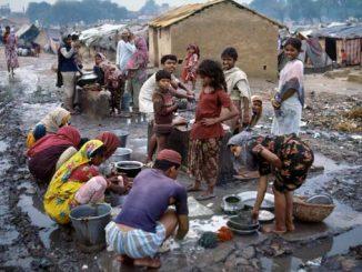 FAMILIES LIVING IN SLUM - DELHI, INDIA. CDREF00526.