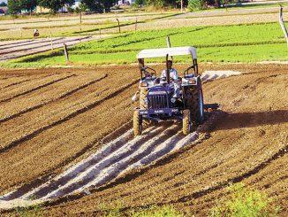 1471867297_tm53dh_tractor-shutterstock