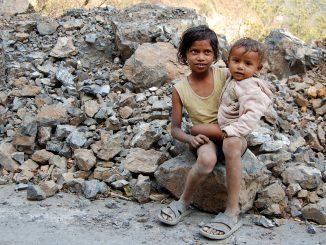 kids_in_rishikesh_india