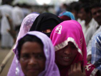 women-in-india-village-rural