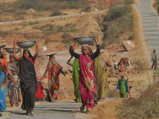 women-construction-workers-in-gurgaon-india